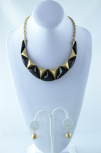 Gold Chain Diamont Shape Stones Deco Necklace and  Earring Set