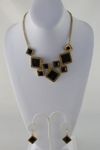 Stone Diamond Shape Chain Neckless and Earring Set