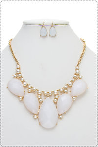 Big 5 Tear Drop Statement Necklace And Earring Set